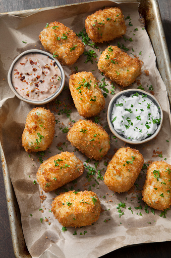 Chili Sauce「Creamy Mashed Potato Croquettes with Cheese and Sour Cream Dip」:スマホ壁紙(15)