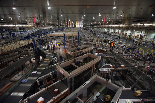 Automated「Sainsburys Prepare For Christmas At Their Vast Distribution Centre」:写真・画像(14)[壁紙.com]