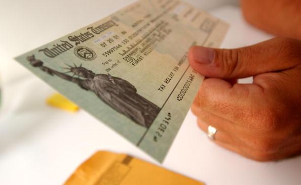 Government「America Gets Tax Rebate Checks」:写真・画像(11)[壁紙.com]