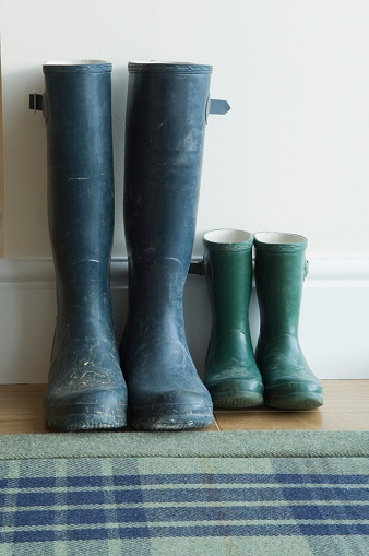 Parent「Two pairs of large and small wellington boots」:スマホ壁紙(2)