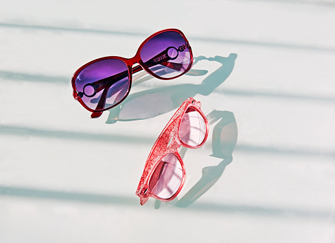 Inexpensive「Two Pairs of cheap sunglasses against white background」:スマホ壁紙(3)