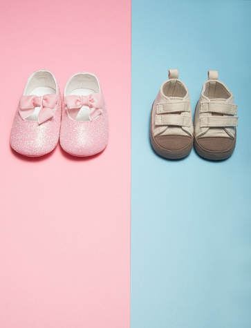 水色「Two Pairs of Baby Shoes」:スマホ壁紙(11)