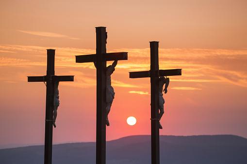 Figurine「Summit cross on Kreuzberg mountain at sunset」:スマホ壁紙(9)