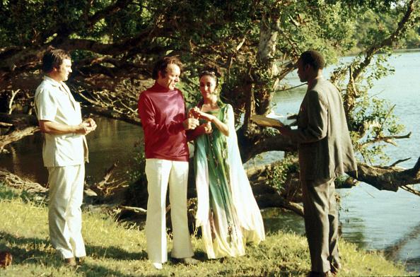 Botswana「Taylor and Burton Wed Again」:写真・画像(12)[壁紙.com]