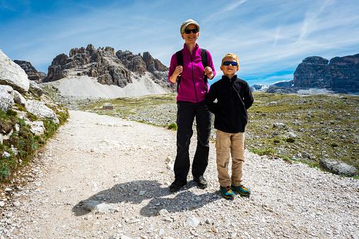 子供「トレンティーノのドロミテをハイキング」:スマホ壁紙(13)