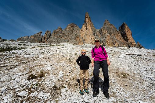 子供「トレンティーノのドロミテをハイキング」:スマホ壁紙(12)
