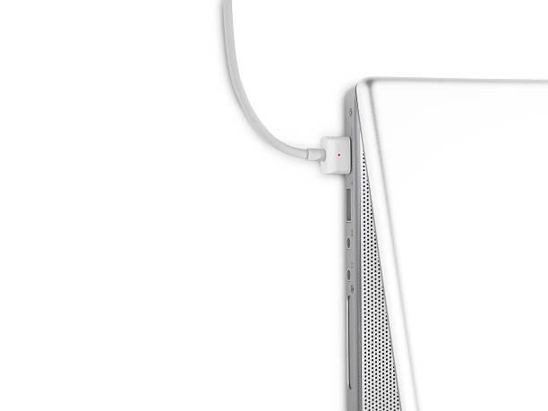 Detail of laptop, charging:スマホ壁紙(壁紙.com)