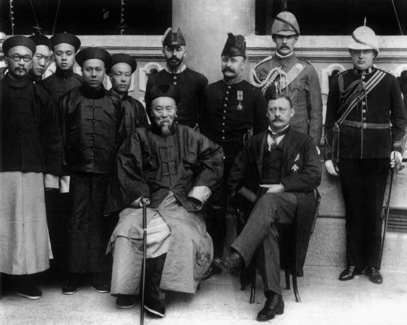 1900-1909「Visit of Li Hung-chang, viceroy of Canton in Hong-Kong for opening of Kowloon Canton railway in july 1900 with Hong Kong's Governor Sir Henry Blake」:写真・画像(12)[壁紙.com]