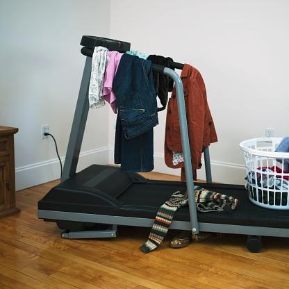Laundry「Clothing on treadmill」:スマホ壁紙(0)