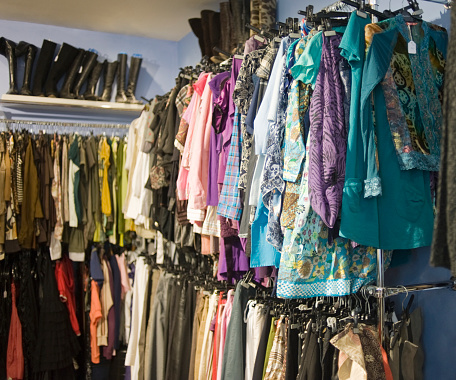 Thrift Store「Clothing on display racks」:スマホ壁紙(6)