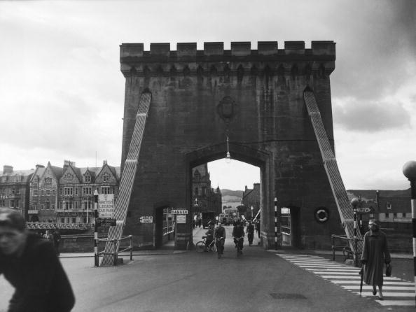 Monty Fresco「Inverness Suspension Bridge」:写真・画像(5)[壁紙.com]