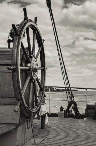 Sepia Toned「Tall Ship's Helm」:スマホ壁紙(9)