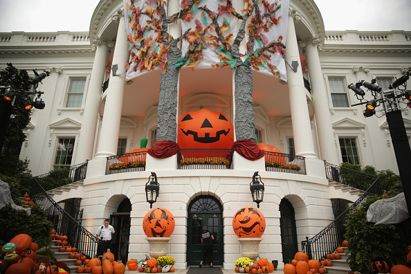 Decoration「President Obama And First Lady Celebrate Halloween At The White House」:写真・画像(6)[壁紙.com]
