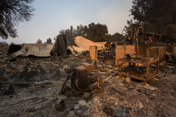Sweeping「Wildifires In Santa Barbara County Scorch Over 24,000 Acres Amid Heat Wave」:写真・画像(4)[壁紙.com]