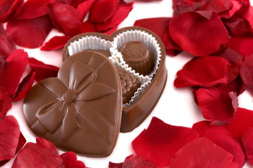 Milk Chocolate「Box of Heart Shaped Chocolate with Rose Petals」:スマホ壁紙(18)