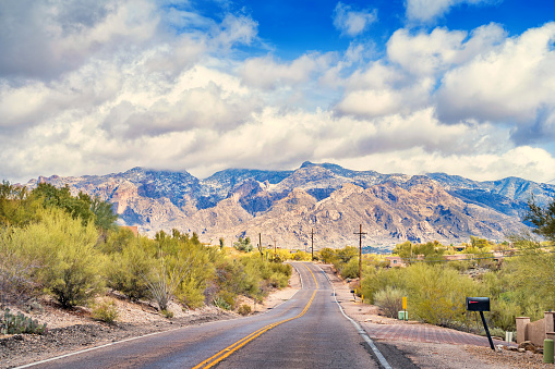 Foothills「Road in Catalina Foothills Tucson Arizona」:スマホ壁紙(6)
