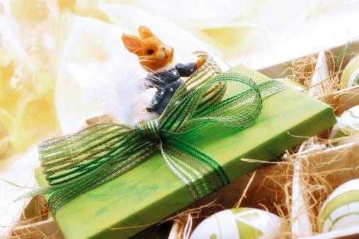イースター「Easter present with decoration, close-up」:スマホ壁紙(5)