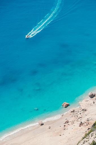 ビーチ「ボートで新しいビーチを発見」:スマホ壁紙(12)