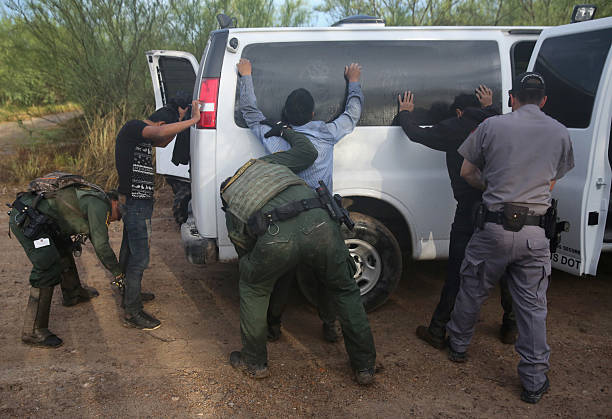 U.S. Border Agents Pursue Human And Drug Smugglers Near Mexican Border:ニュース(壁紙.com)
