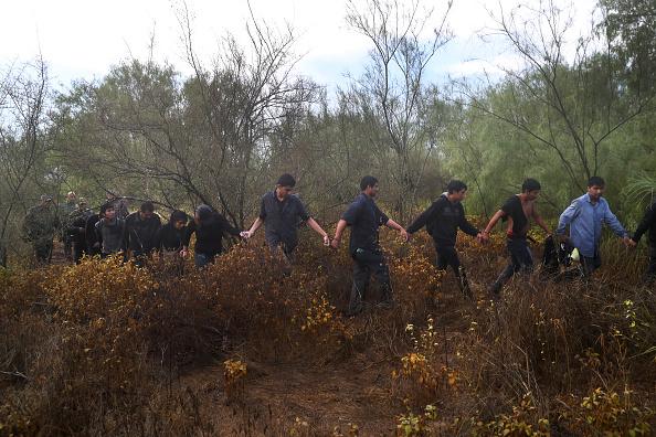 文化「U.S. Border Agents Pursue Human And Drug Smugglers Near Mexican Border」:写真・画像(17)[壁紙.com]