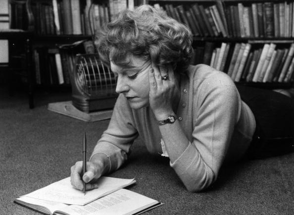 Writing - Activity「Muriel Spark」:写真・画像(7)[壁紙.com]