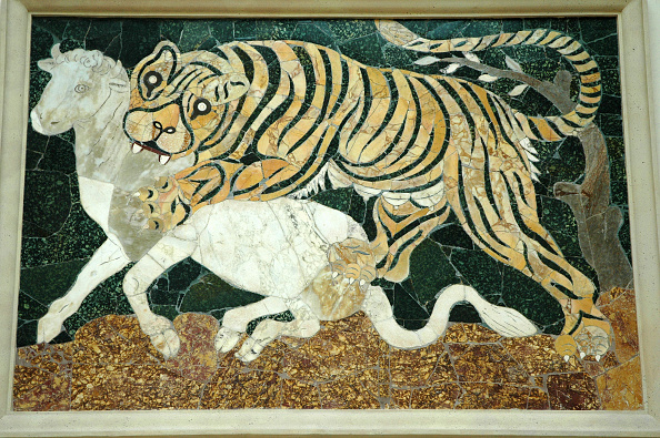 Mosaic「Tigress Attacking A Calf. Mosaic In The Opus Sectile Technique, Which Uses Variously-Sized Pieces O Artist: Werner Forman.」:写真・画像(17)[壁紙.com]