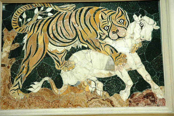Mosaic「Tigress Attacking A Calf. Mosaic In The Opus Sectile Technique, Which Uses Variously-Sized Pieces O Artist: Werner Forman.」:写真・画像(5)[壁紙.com]