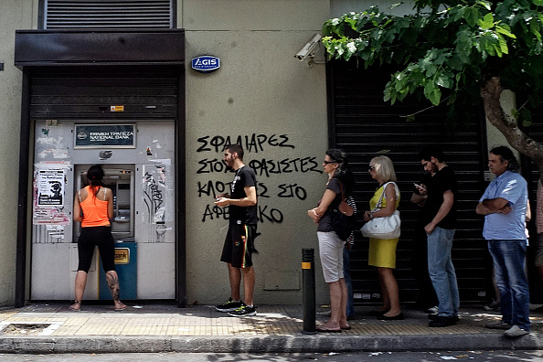 Waiting In Line「Greece Calls For A Vote On Proposed Bailout」:写真・画像(6)[壁紙.com]