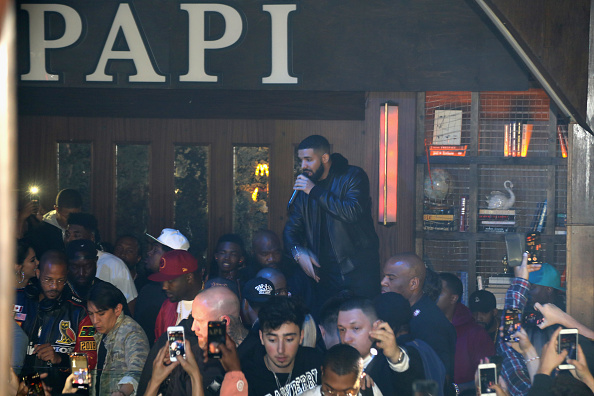 Clubbing「Drake Surprises Guests With McDonald's Late Night Bites At Poppy NightClub」:写真・画像(0)[壁紙.com]