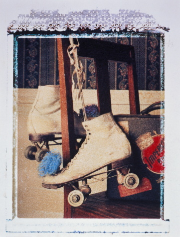 Roller skate「Girl's roller skates and suitcase on wooden chair (transfer image)」:スマホ壁紙(11)