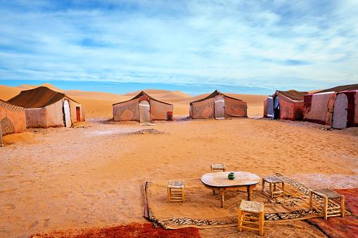 Arid Climate「Carpet tents at Berber Camp in Erg Chigaga, Morocco」:スマホ壁紙(4)