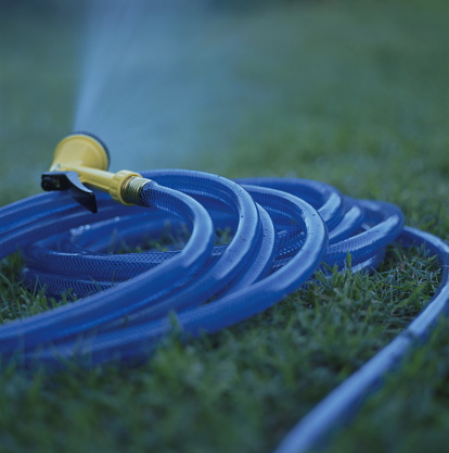 Northern Mariana Islands「Water spraying from garden hose, close up, Saipan」:スマホ壁紙(15)
