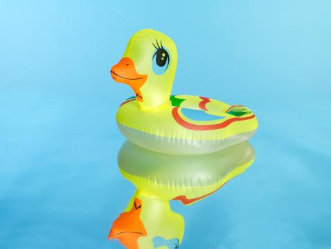おもちゃのアヒル「Pool toy」:スマホ壁紙(4)