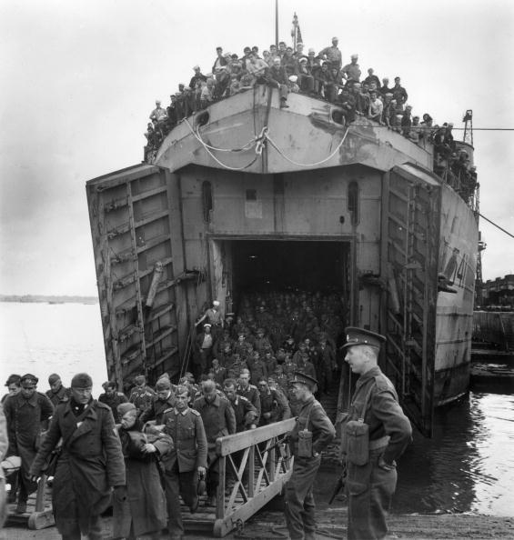 German Culture「POWs Arrive On LCT」:写真・画像(12)[壁紙.com]