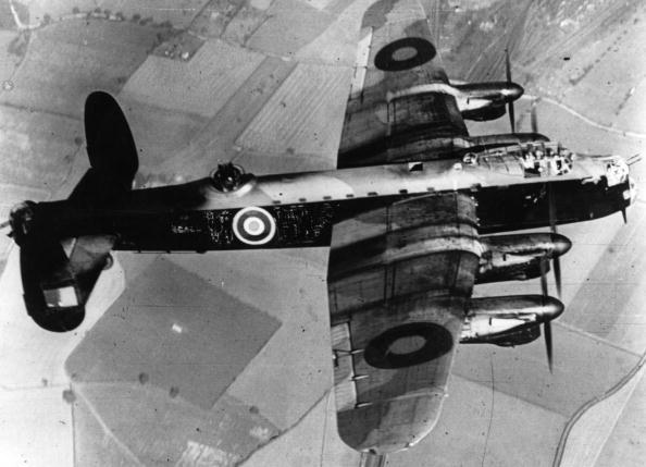 Explosive「Lancaster Bomber」:写真・画像(9)[壁紙.com]