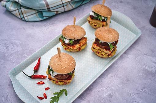 Veggie Burger「Mini Veggie Burger with Grilled Cheese, Mushroom, Guacamole and Arugula」:スマホ壁紙(14)