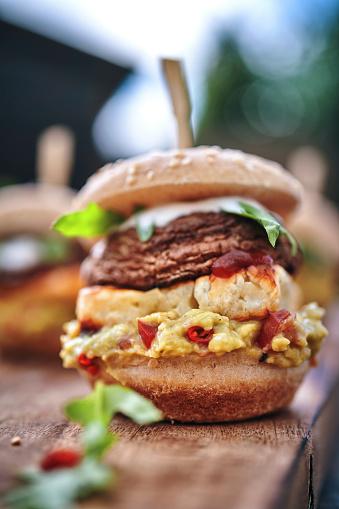 Veggie Burger「Mini Veggie Burger with Grilled Cheese, Mushroom, Guacamole and Arugula」:スマホ壁紙(6)