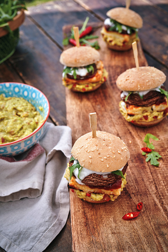 Veggie Burger「Mini Veggie Burger with Grilled Cheese, Mushroom, Guacamole and Arugula」:スマホ壁紙(15)