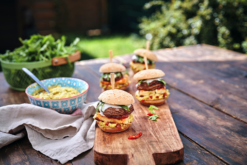 Veggie Burger「Mini Veggie Burger with Grilled Cheese, Mushroom, Guacamole and Arugula」:スマホ壁紙(2)