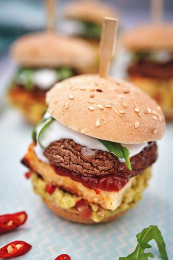 Veggie Burger「Mini Veggie Burger with Grilled Cheese, Mushroom, Guacamole and Arugula」:スマホ壁紙(13)