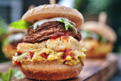 Veggie Burger「Mini Veggie Burger with Grilled Cheese, Mushroom, Guacamole and Arugula」:スマホ壁紙(9)