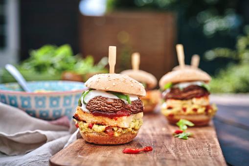 Veggie Burger「Mini Veggie Burger with Grilled Cheese, Mushroom, Guacamole and Arugula」:スマホ壁紙(12)