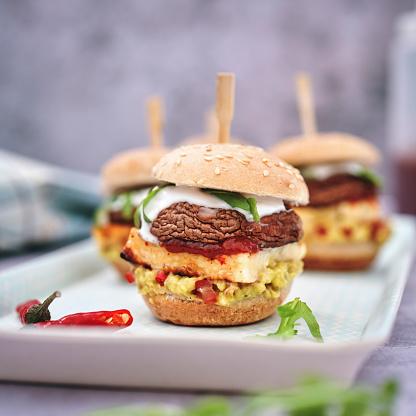Veggie Burger「Mini Veggie Burger with Grilled Cheese, Mushroom, Guacamole and Arugula」:スマホ壁紙(11)