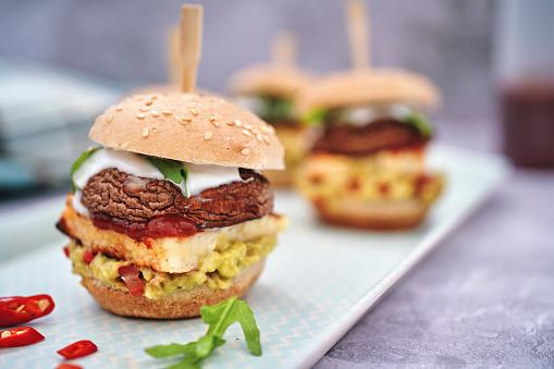 Veggie Burger「Mini Veggie Burger with Grilled Cheese, Mushroom, Guacamole and Arugula」:スマホ壁紙(3)