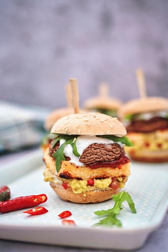 Veggie Burger「Mini Veggie Burger with Grilled Cheese, Mushroom, Guacamole and Arugula」:スマホ壁紙(10)