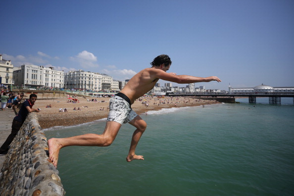 Jordan Mansfield「Sunseekers Head To The Beach as the country enjoys a heatwave」:写真・画像(19)[壁紙.com]