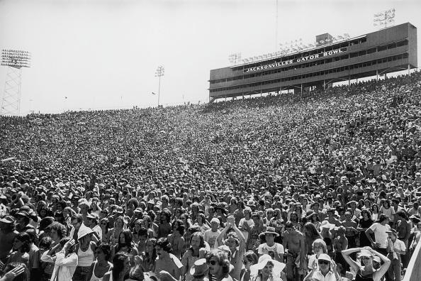 コンサート「Gator Bowl Stadium」:写真・画像(4)[壁紙.com]