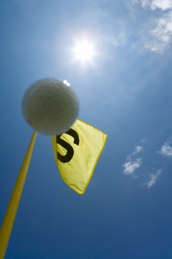 Northern Mariana Islands「Flying Golf Ball in Blue Sky, Lens Flare」:スマホ壁紙(9)