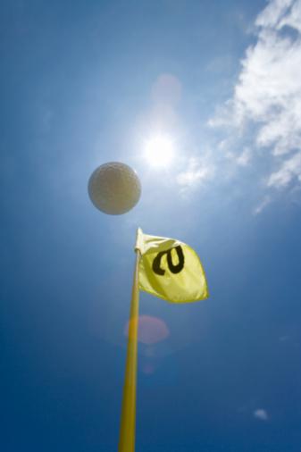 Northern Mariana Islands「Flying Golf Ball in Blue Sky, Lens Flare」:スマホ壁紙(13)