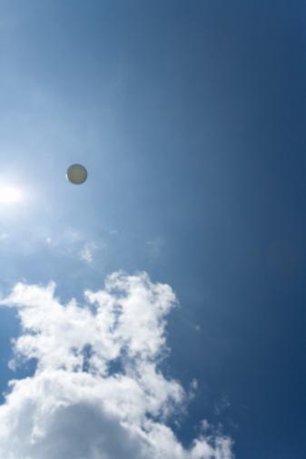 Northern Mariana Islands「Flying Golf Ball in Blue Sky」:スマホ壁紙(8)